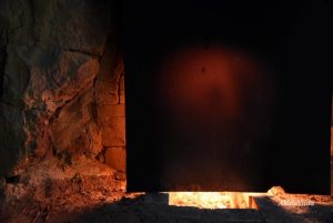 鉄板越しの炎